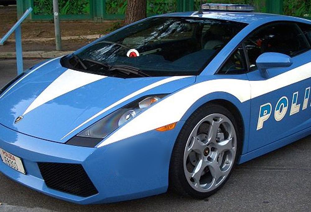 Auto polizia italiana