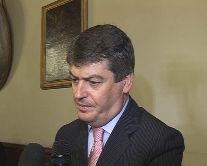 presidente albania topi