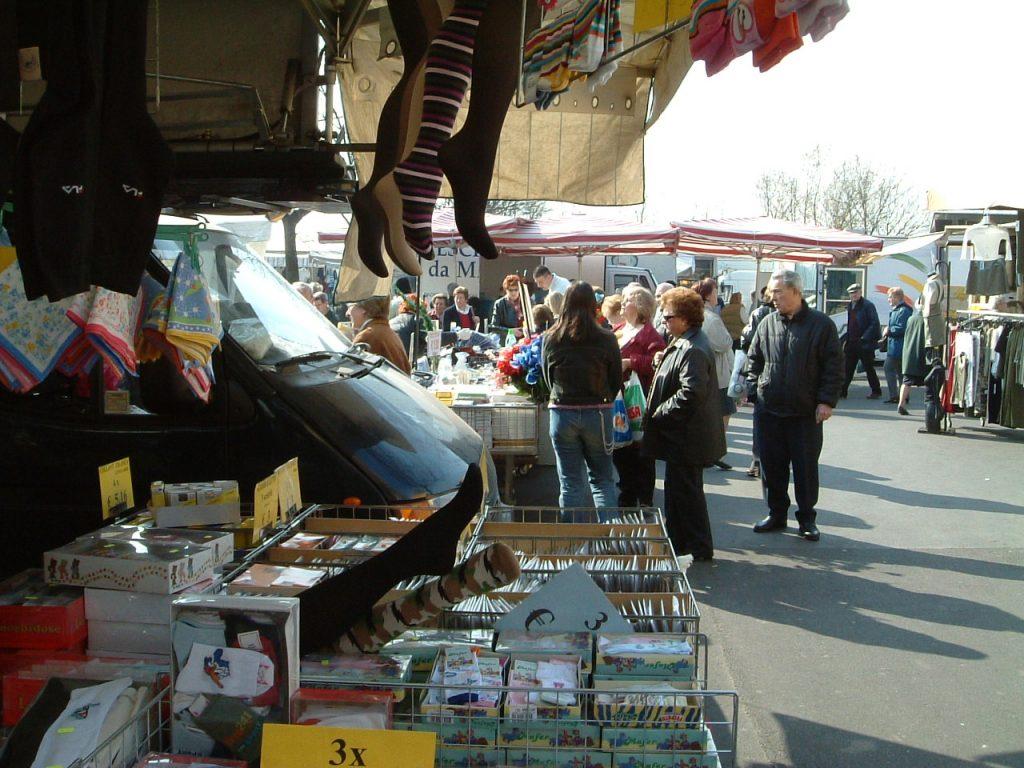 Furto al mercato albanese blocca il ladro in fuga tv prato for Mercato prato