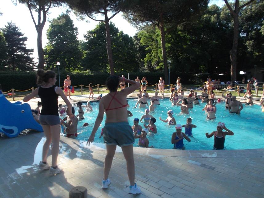 Martedi 2 giugno apre la piscina di via roma ecco orari e for Piscina roma
