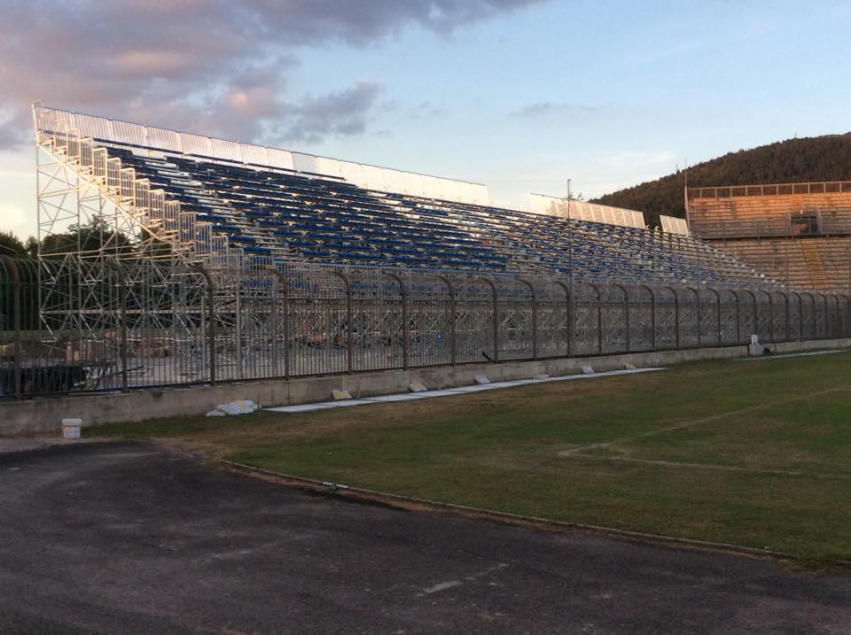 Pronta la nuova tribuna dello stadio ma per l agibilit for Lavori parlamentari