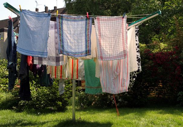 Stendibiancheria da giardino per lenzuola idee per la casa - Asciugare panni in casa ...