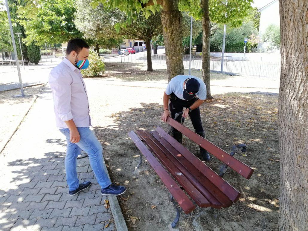 vandalismo giardini Comeana (1)