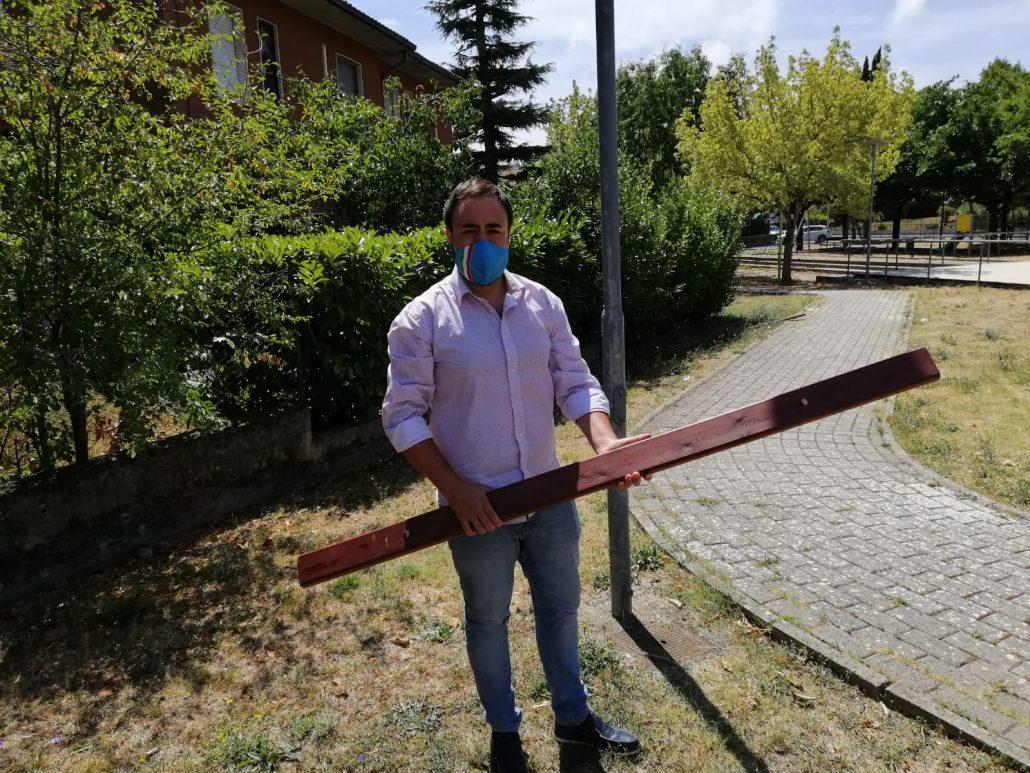 vandalismo giardini Comeana (5)